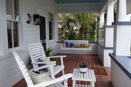 Downtown Apalach' BlueMoon Cottage - Apalachicola