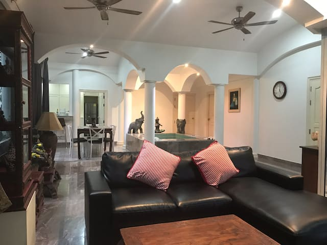 Deluxe House with Jacuzzi in Pattaya(Jomtien)