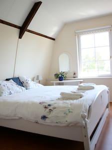Romantisch overnachten kamer Sloten - Wijckel