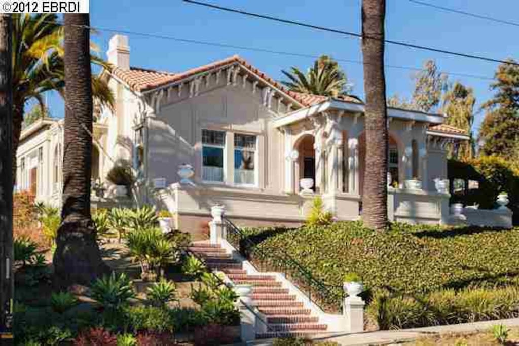 4 Bedroom 3 Bathroom Huge With Palms And Art Houses For Rent In Oakland California United