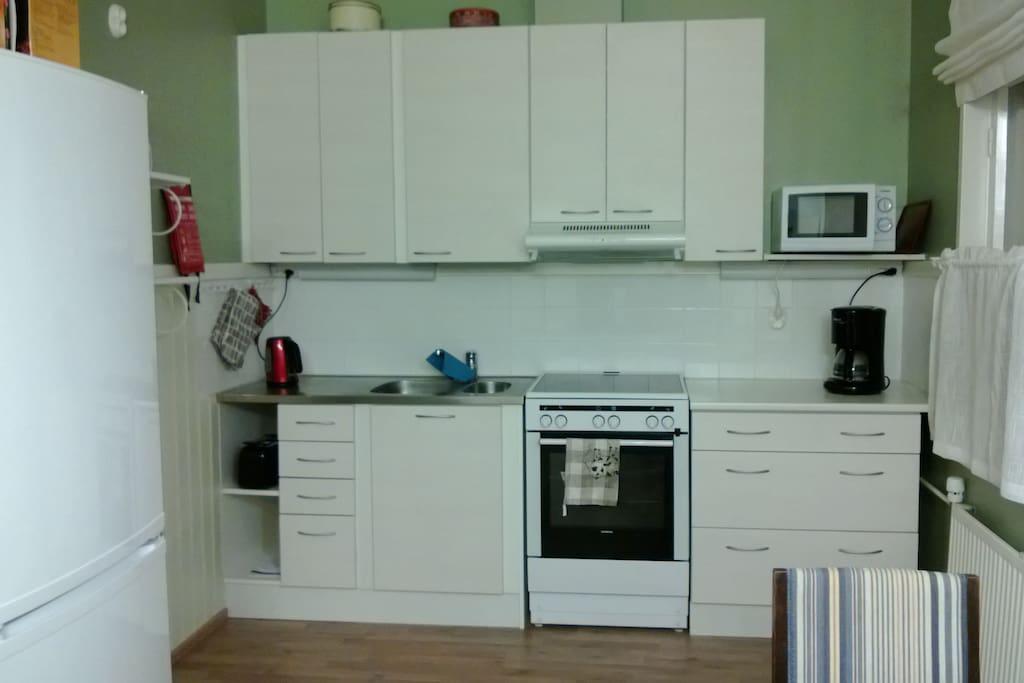 Keittiö / kitchen area