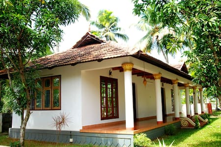 Riverside River Facing Cottage - Kochi - Bed & Breakfast