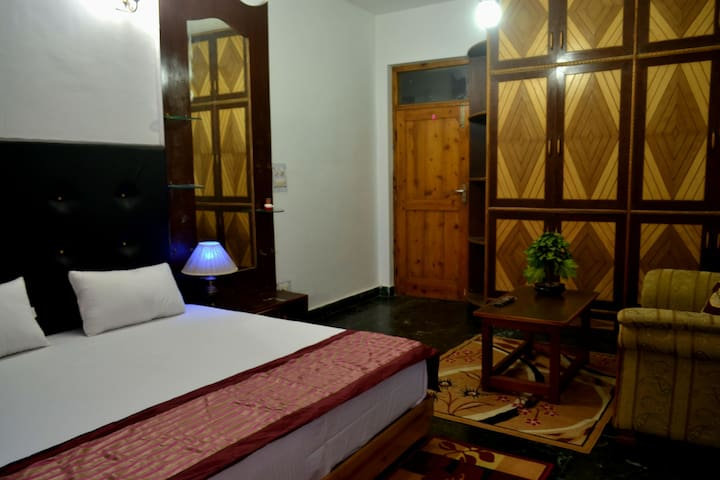 Malana Luxury Room - Himachal Pradesh - Bed & Breakfast
