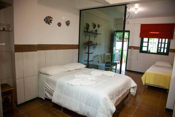 Pousada em Canasvieiras - Quarto Casal + solteiro