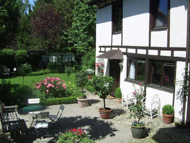 Ferienwohnung Altes Kutscherhaus - Friburgo - Casa