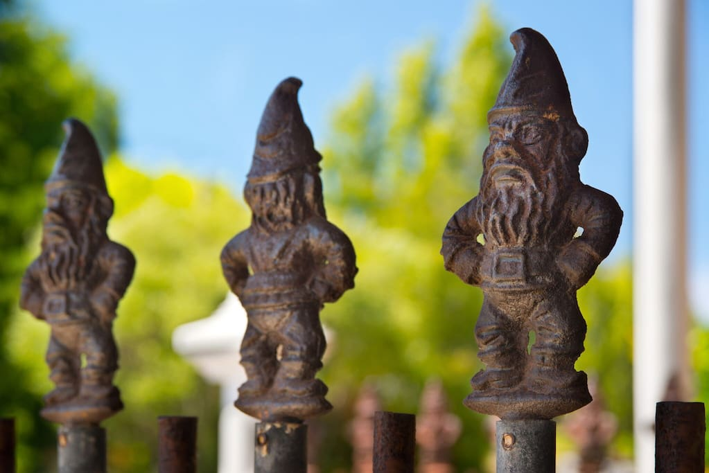 Gnomes to welcome you at the entry