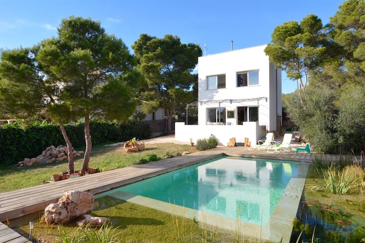Modern Villa with very special pool - Vallgornera - Vila