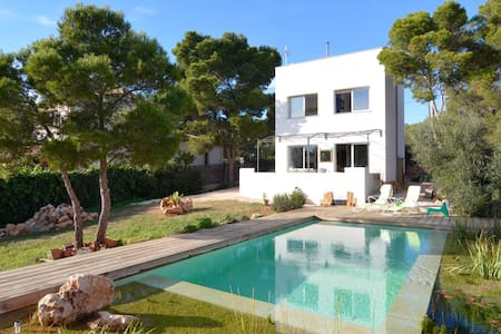 Modern Villa with very special pool - Vallgornera