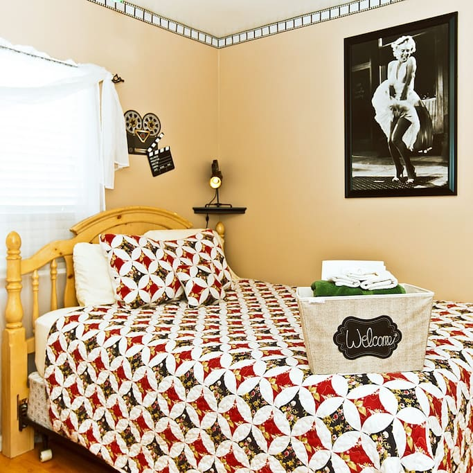 The cameras are rolling. Take 5 as you snooze in pillow top comfort in your queen size bed.