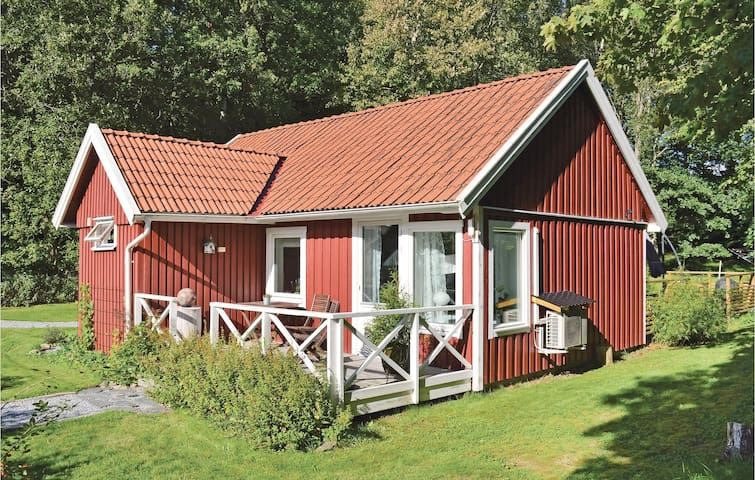 Holiday cottage with 2 bedrooms on 69 m² in Hålta