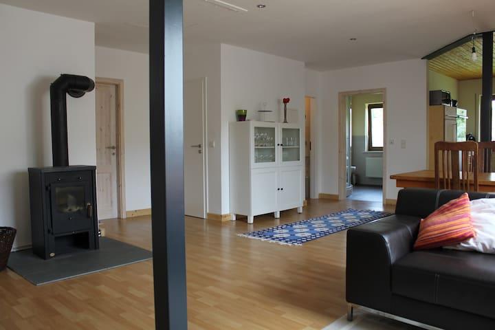 Moderne Ferienwohnung im Grünen - Weinsheim OT Hermespand - Huoneisto