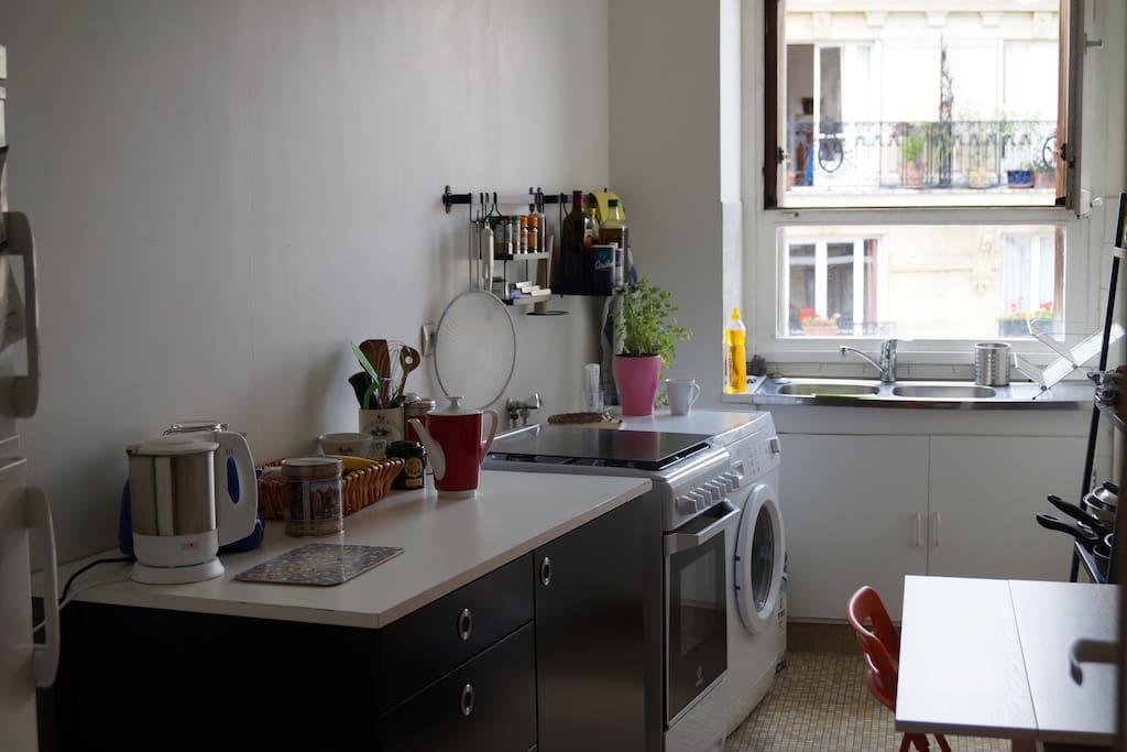 Kitchen / Geräumige Küche mit Essecke