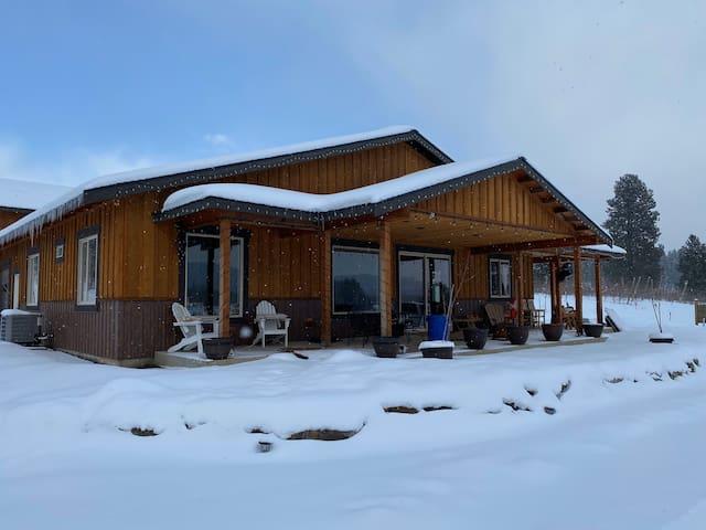 Custom Cottage with panoramic mountain views