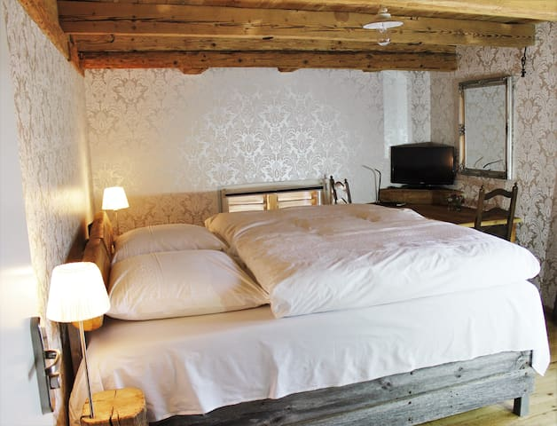 Premium bnb, luxury boxspring bed - Russikon - Bed & Breakfast