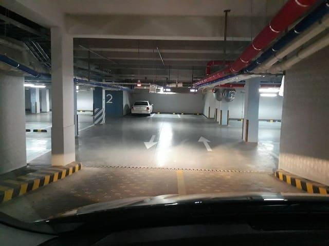 지하주차장입니다