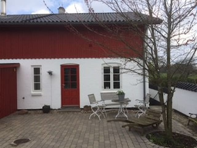 Skøn, seperat lejlighed på landet - Birkerød - Apartment