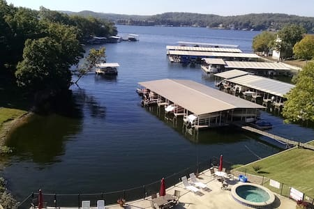 lakefront-poolfront condo - Lake Ozark