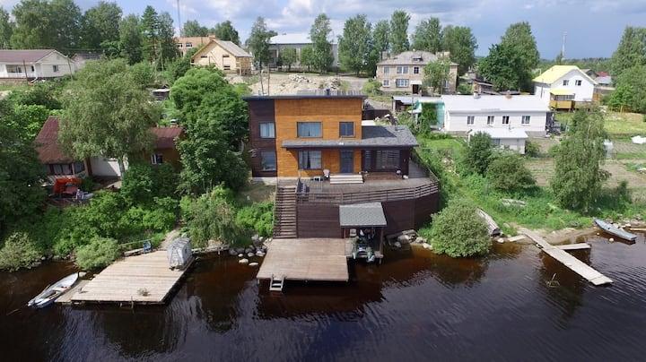 Дом на берегу озера в Карелии !
