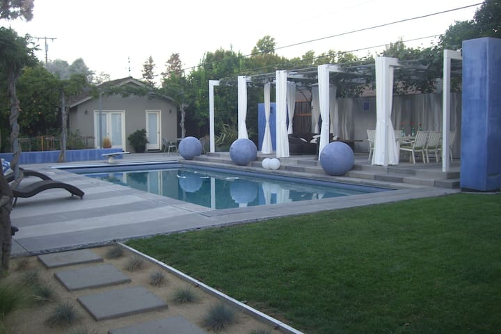 Poolside guest house in Willow Glen - San Jose