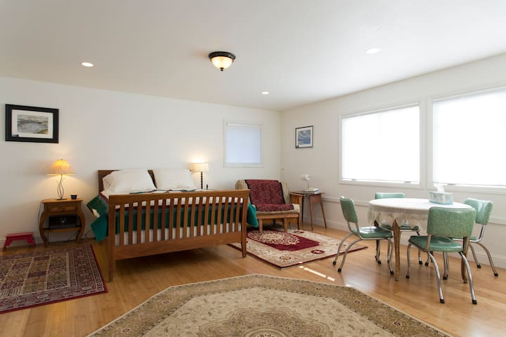 Family Comfort and Privacy - Berkeley - Casa