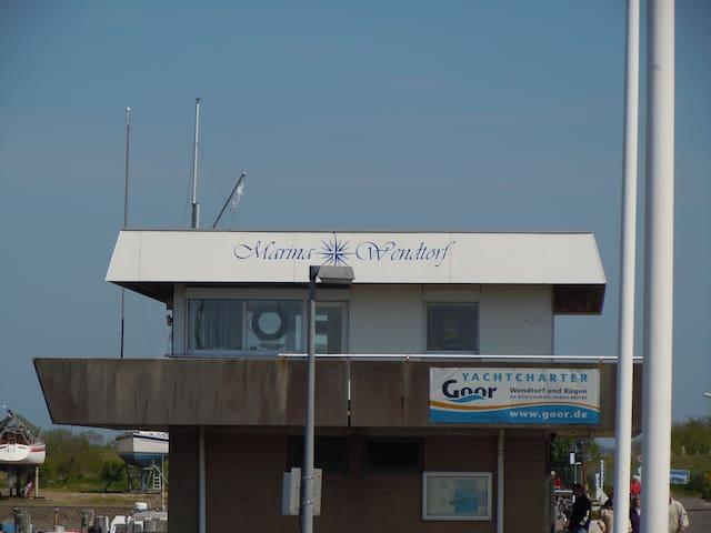 Der Yachthafen Marina Wendtorf mit Gastliegeplätzen