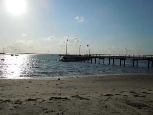 Der Strand mit beginnenden Sonnenuntergang