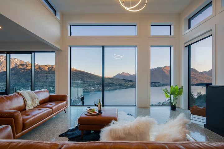Sky Villa 1A- Luxurious Villa- Stunning Lake Views