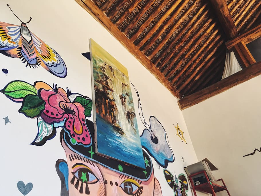 艺术家最近为小院创作的墙绘作品