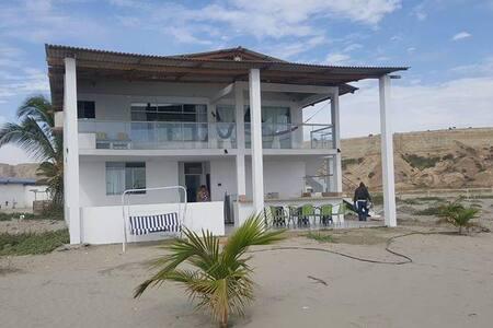 Casa frente al mar en COLAN