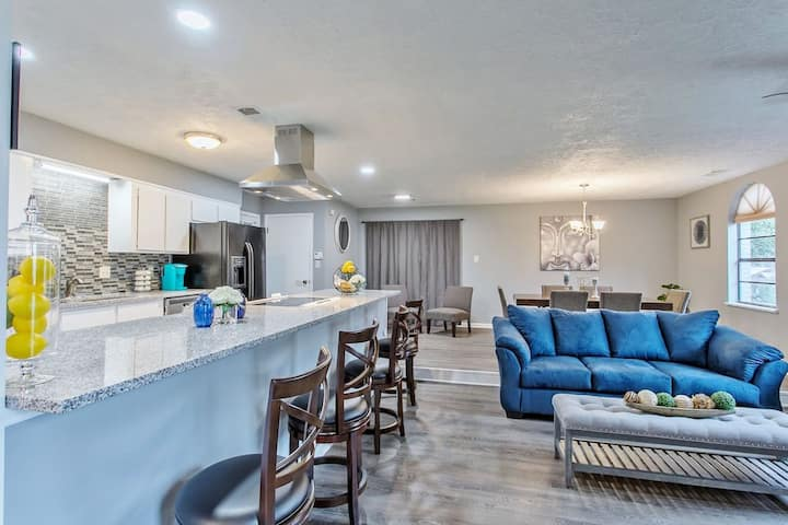 ❤️🏀ALL STAR WEEKEND🏀: 4br/2ba Isolated Getaway(LF) Lakefront Oasis- Large TVs