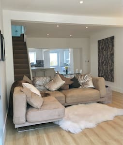 contemporary gower coastal cottage - The Mumbles - House