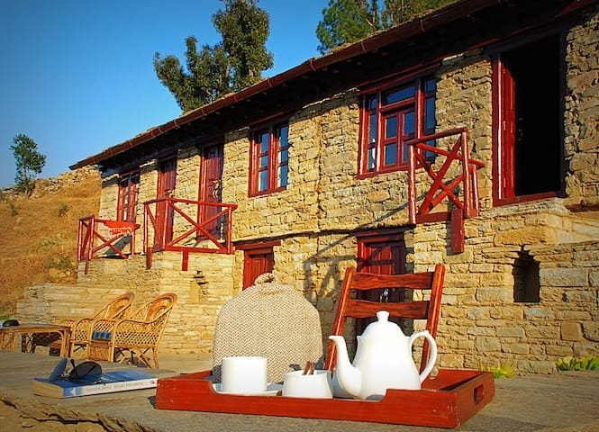 Itmenaan Estate In the Himalayas!! - Almora - Villa