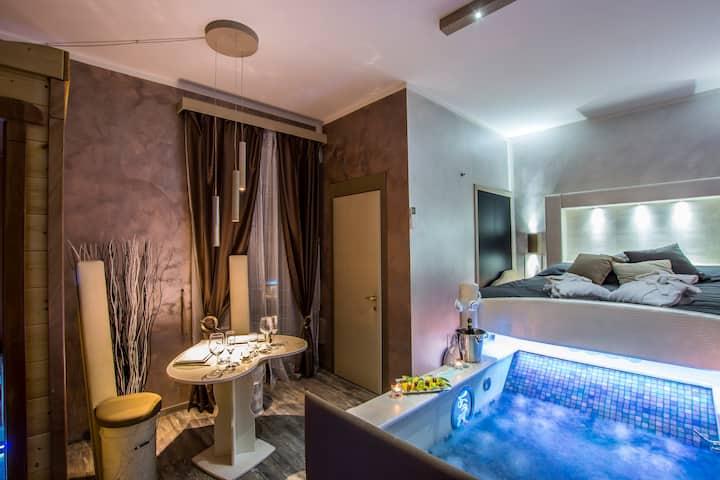 ROMA D'AMORE - Suite con Idromassaggio e Sauna.
