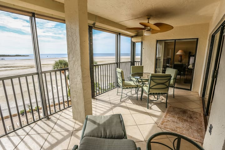 Beautiful Remodeled 2/2 Condo Direct Gulf Front!
