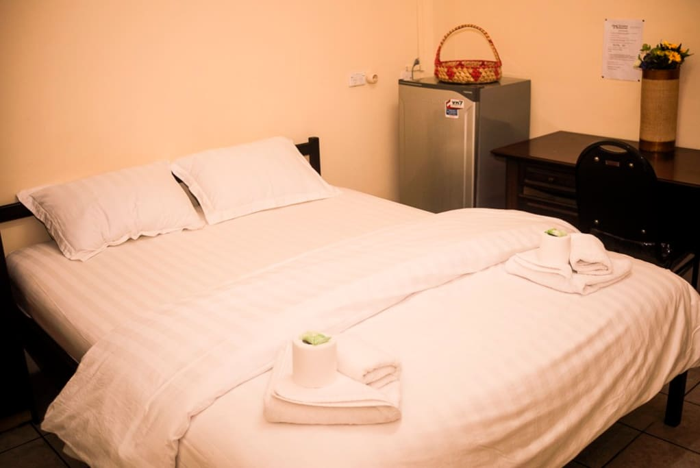 Double Bed, fridge, Airconditioning
