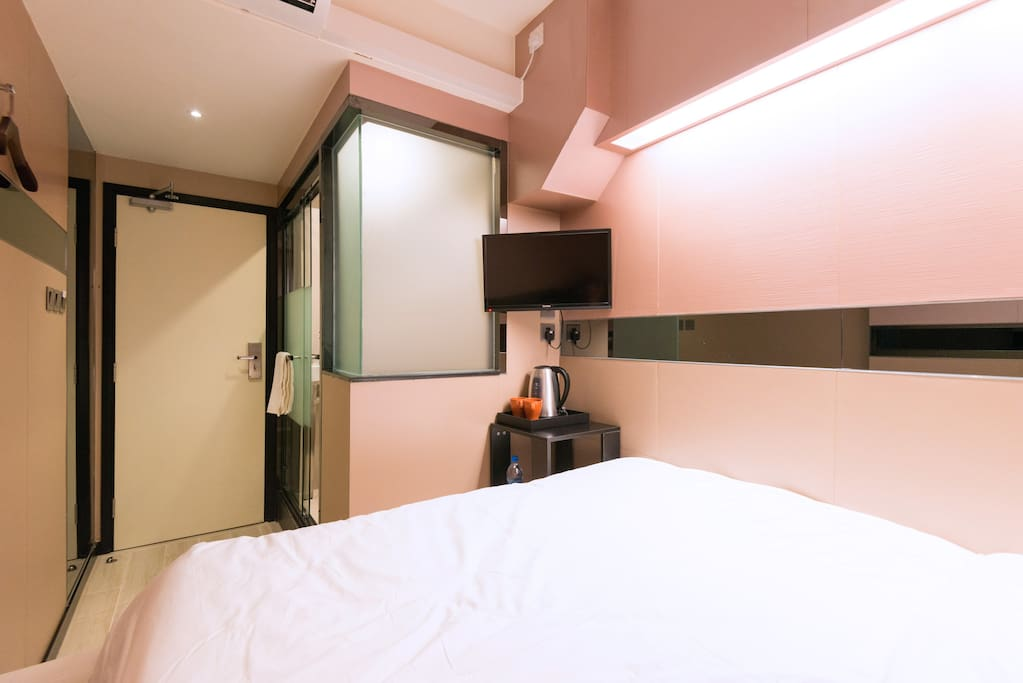 LCD HD TV, kettle, hairdryer, complimentary bottle water provided;