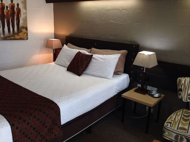 Retro style motel room - Hamilton - Bed & Breakfast