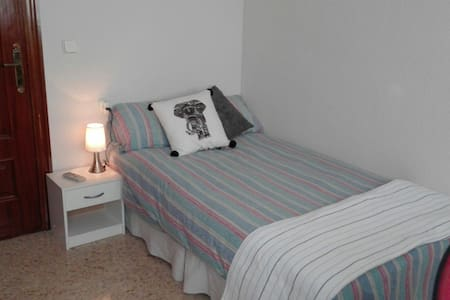 Single room with bathroom - Alacant