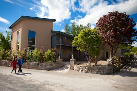 The Three Towers Eco House - Loughrea - Bed & Breakfast
