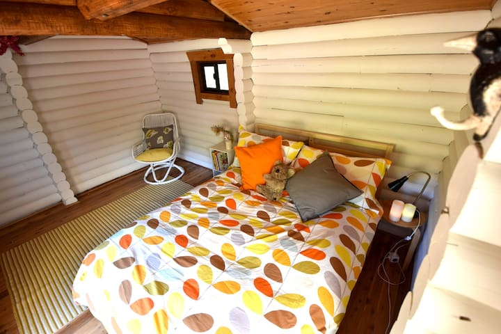 Another perspective of the separate sleeping cabin.