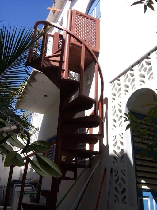 escada para chegar no apto