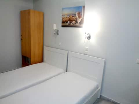 Twin beds Studio