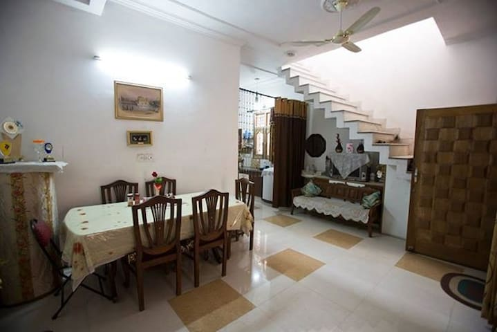 1, 2 or 3 Bedrooms for large group - All with A/C - Amritsar - Dům