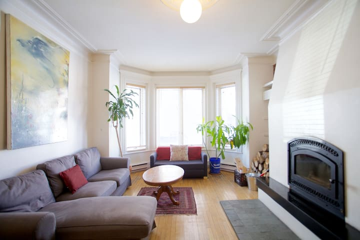 Spacious 2BR condo in Mile-End