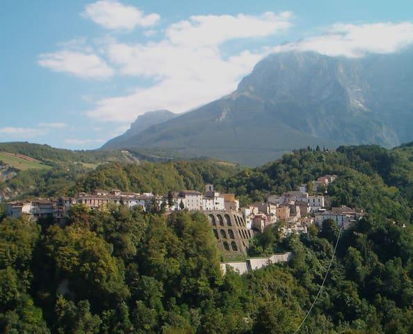 Italian Mountain Villa - Castelli - Castelli - Dom