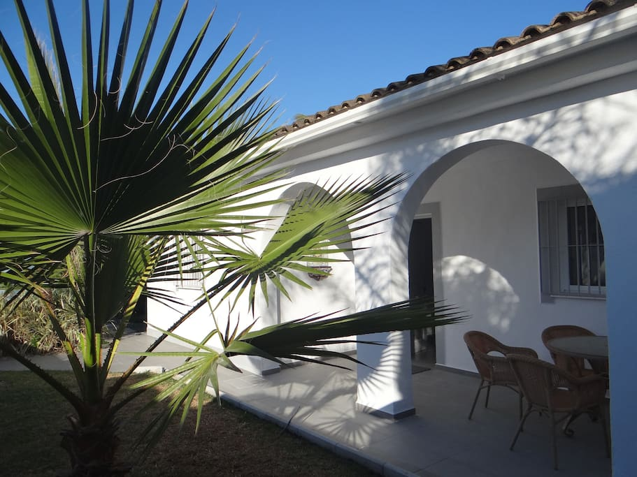 Belle villa jardin piscine priv e houses for rent in for Piscine jardin 100m2
