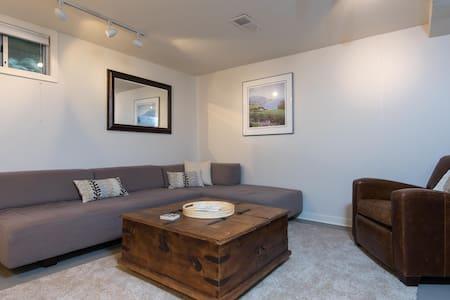 Modern, Private, Legal Division/Clinton Apartment - Portland