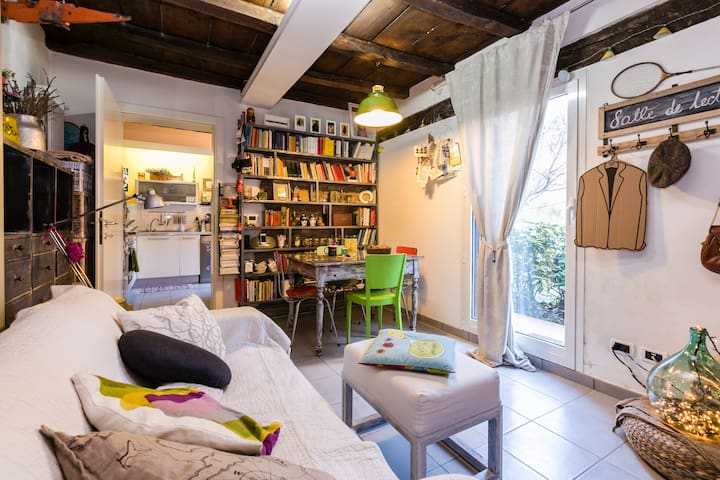Central-cozy-design flat with garden+wifi - Bologna - House