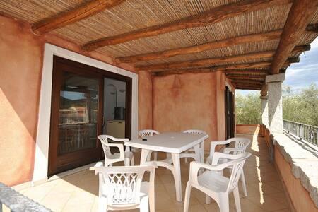 bellissimo appartamento a san teodoro con veranda - Buddittogliu Straulas