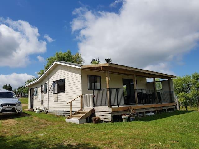 Hikurangi Cottage / Country Views